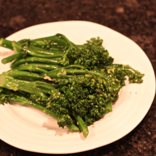 Garlicky broccolini