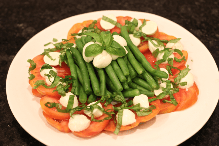 A beautiful and delicious Caprese-style green beans salad!