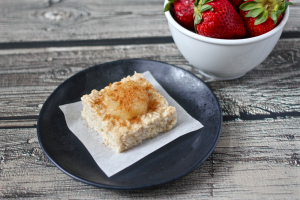 Applesauce cinnamon oatmeal square | FamilyFoodontheTable.com