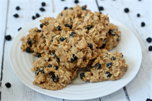 Blueberry oat cookies | FamilyFoodontheTable.com