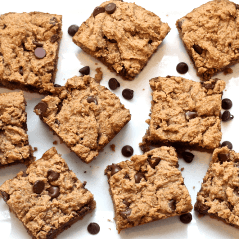 Peanut butter chocolate chip snack bars | FamilyFoodontheTable.com