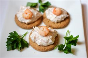 Quickie crab dip appetizer | FamilyFoodontheTable.com