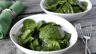 Super simple spinach salad (+ video)