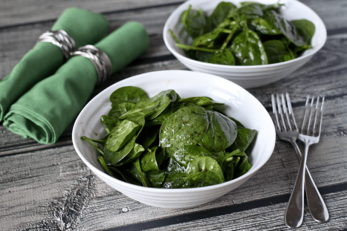 Simple spinach salad with an easy homemade balsamic vinaigrette is perfect for a quick, delicious and healthy side dish for dinner on a busy night! #spinachsalad #babyspinach | www.familyfoodonthetable.com