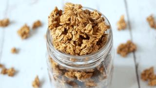 5-ingredient homemade granola (+ video)