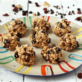 5-minute granola bites | FamilyFoodontheTable.com