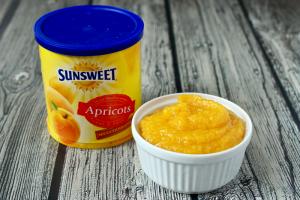 Homemade baby food - apricot puree | FamilyFoodontheTable.com