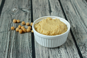 Homemade baby food - chick pea puree | FamilyFoodontheTable.com