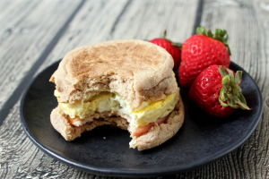 5-minute homemade egg McMuffin | FamilyFoodontheTable.com