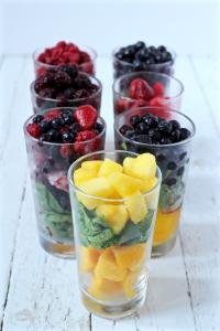 Fruit and green mixes for yogurt