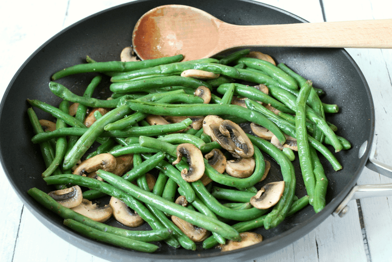 Easy green beans and mushrooms | FamilyFoodontheTable.com
