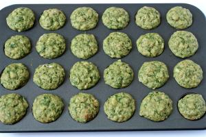 Spinach banana mini muffins baked