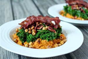 Sweet potato bowls with crispy chick peas, kale and bacon | FamilyFoodontheTable.com