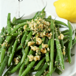 Green beans gremolata - a fast and flavorful side! | FamilyFoodontheTable.com