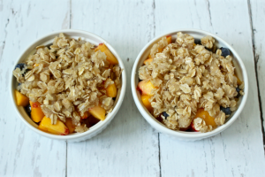 Individual peach blueberry crumbles | FamilyFoodontheTable.com