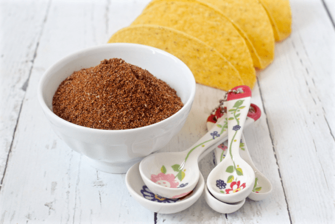 Homemade taco seasoning - so easy and healthier than store bought! | FamilyFoodontheTable.com
