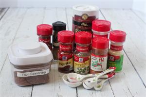 Homemade taco seasoning - just measure and mix! | FamilyFoodontheTable.com