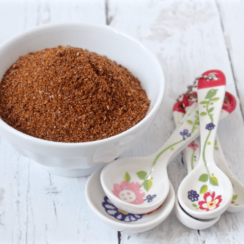 Homemade taco seasoning - easy to make yourself! | FamilyFoodontheTable.com