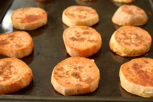 Maple cinnamon roasted sweet potatoes | FamilyFoodontheTable.com