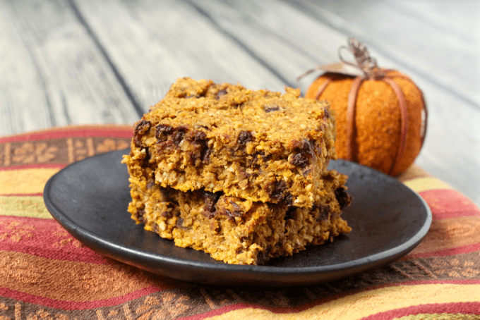Pumpkin chocolate chip bars | FamilyFoodontheTable.com