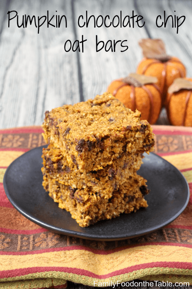 Pumpkin chocolate chip oat bars - an easy and delicious (gluten-free) snack! | FamilyFoodontheTable.com