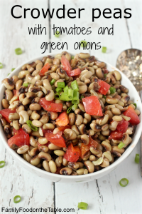 Crowder peas with tomatoes and green onion - tasty Southern soul food! | FamilyFoodontheTable.com