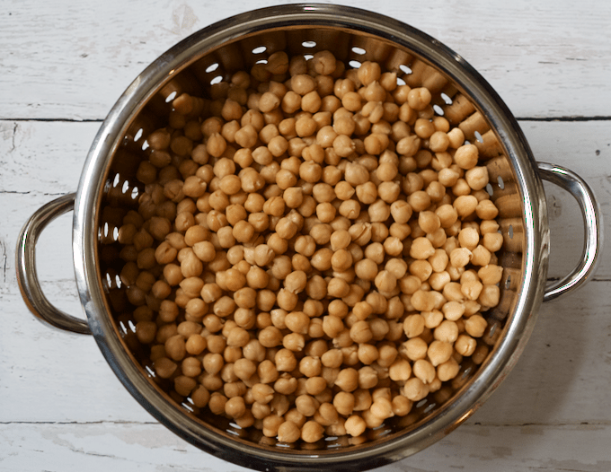 Easy crock pot chickpeas | FamilyFoodontheTable.com