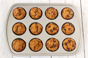 Peanut butter pumpkin muffins with optional chocolate chips | FamilyFoodontheTable.com