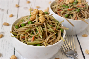 Peanut butter spaghetti with vegetables - an easy 20-minute vegetarian dinner | FamilyFoodontheTable.com