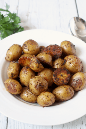 Paprika roasted potatoes - an easy, flavorful side dish | FamilyFoodontheTable.com