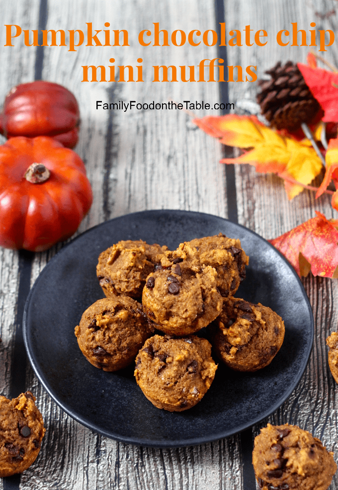 These addictive pumpkin chocolate chip mini muffins are 100% whole wheat and naturally sweetened with no oil or butter needed. They are great for a delicious, healthy snack! #pumpkin #chocolate #muffins #baking