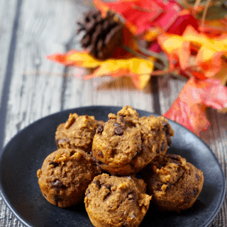 Pumpkin chocolate chip mini muffins - 100% whole wheat and naturally sweetened | FamilyFoodontheTable.com