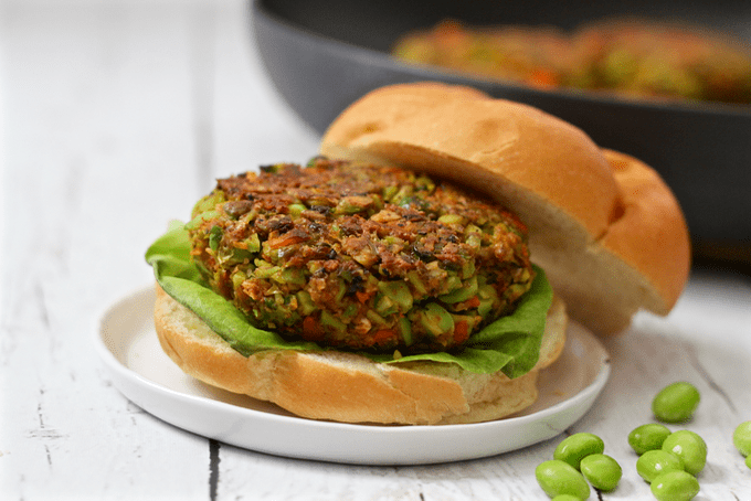 Easy veggie burgers - light, simple and delicious! | FamilyFoodontheTable.com