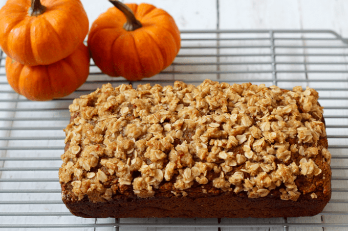 This whole wheat, naturally sweetened pumpkin applesauce bread has a crunchy streusel crust and is perfect for a fun fall breakfast or snack! #pumpkinrecipes #pumpkinbread #breakfast