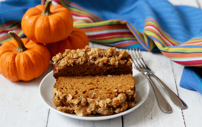 Whole wheat pumpkin applesauce bread with a crunchy streusel crust! | FamilyFoodontheTable.com