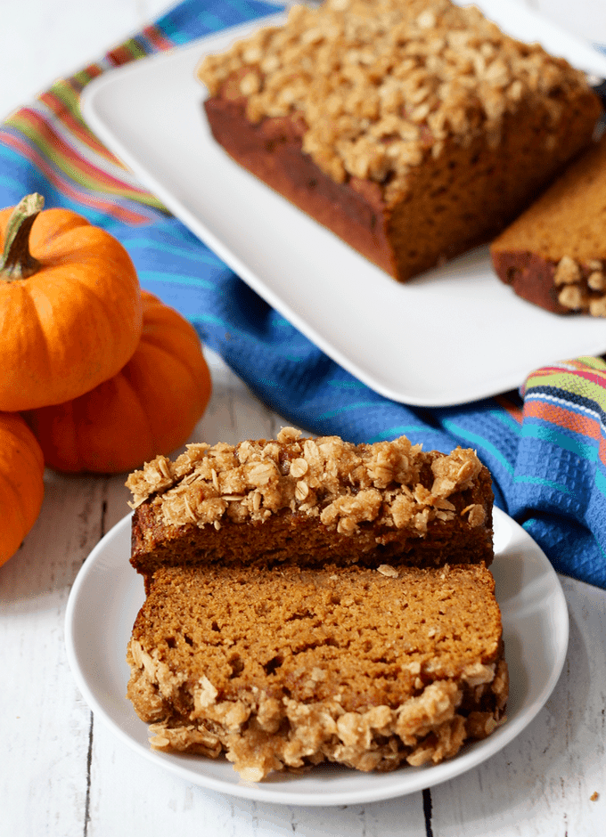 Whole wheat pumpkin applesauce bread - light and healthy with a crunchy streusel crust! | FamilyFoodontheTable.com
