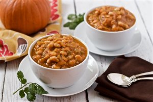 Pumpkin white bean chili - a 30-minute vegetarian chili | FamilyFoodontheTable.com