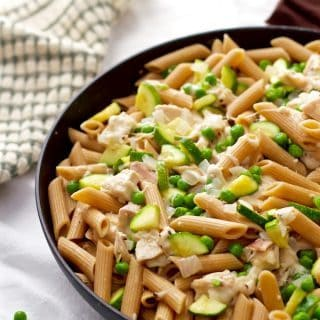 Cheesy pasta with rotisserie chicken, zucchini and peas - a 20-minute dinner the whole family will love! | FamilyFoodontheTable.com