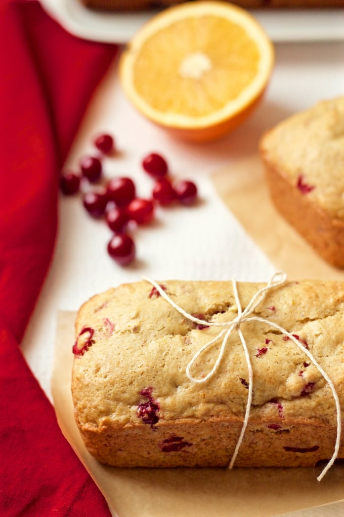 Whole wheat orange cranberry bread - make a large loaf or minis to give as a gift! | FamilyFoodontheTable.com