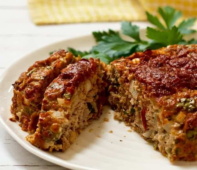 This easy, 1-bowl Mexican meatloaf is made with ground turkey, cheese, chilies and salsa! It's perfect for a hands-off dinner the whole family will love! #easyrecipe #meatloaf #groundturkey | www.familyfoodonthetable.com