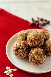 No-bake healthy oatmeal raisin cookie balls - naturally sweetened, gluten free, nut free and vegan! | FamilyFoodontheTable.com