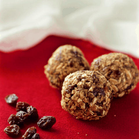 No-bake oatmeal raisin cookie balls