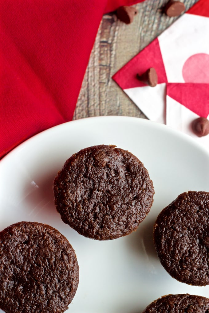 Easy, one-bowl double chocolate mini cupcakes are 100% whole wheat, low in sugar and no butter or oil | FamilyFoodontheTable.com