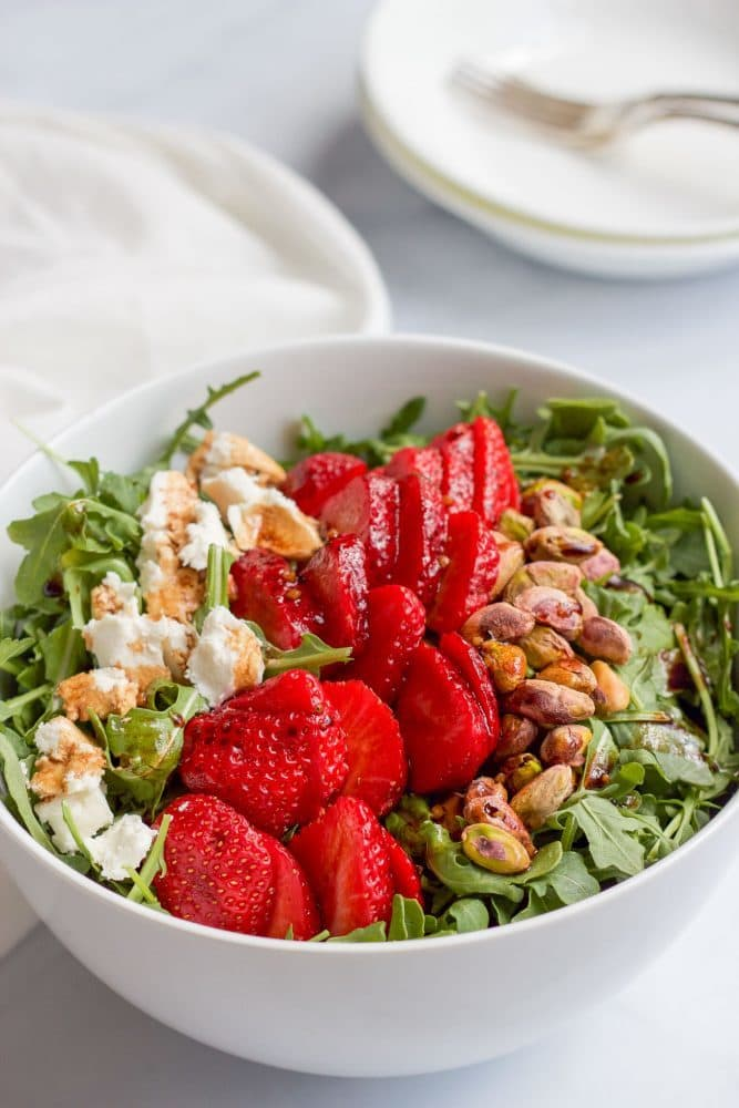 Baby arugula salad with strawberries, pistachios, goat cheese and an easy homemade balsamic vinaigrette! | FamilyFoodontheTable.com