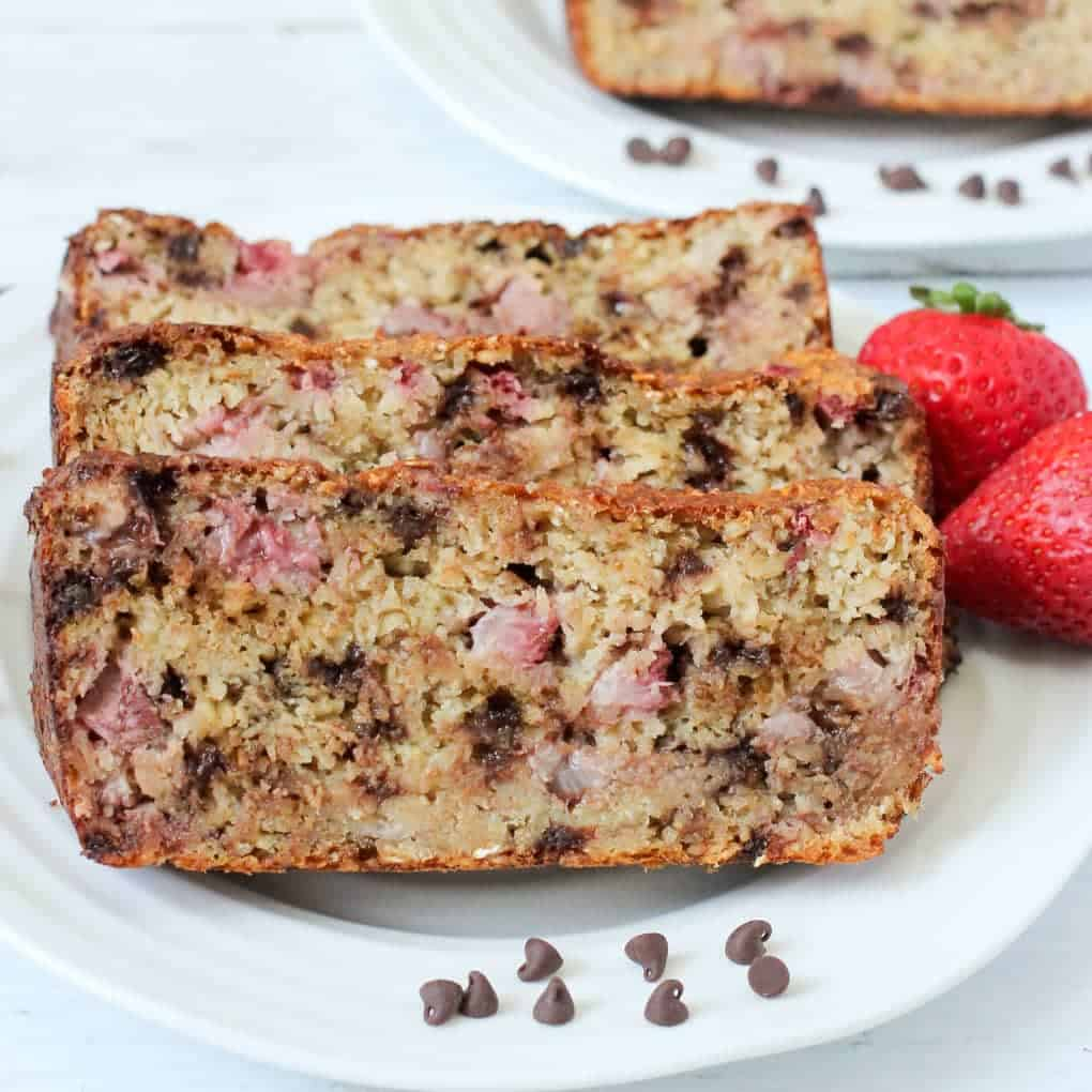Strawberry oat bread with chocolate chips - gluten free and naturally sweetened - great for a healthy breakfast or snack! | FamilyFoodontheTable.com