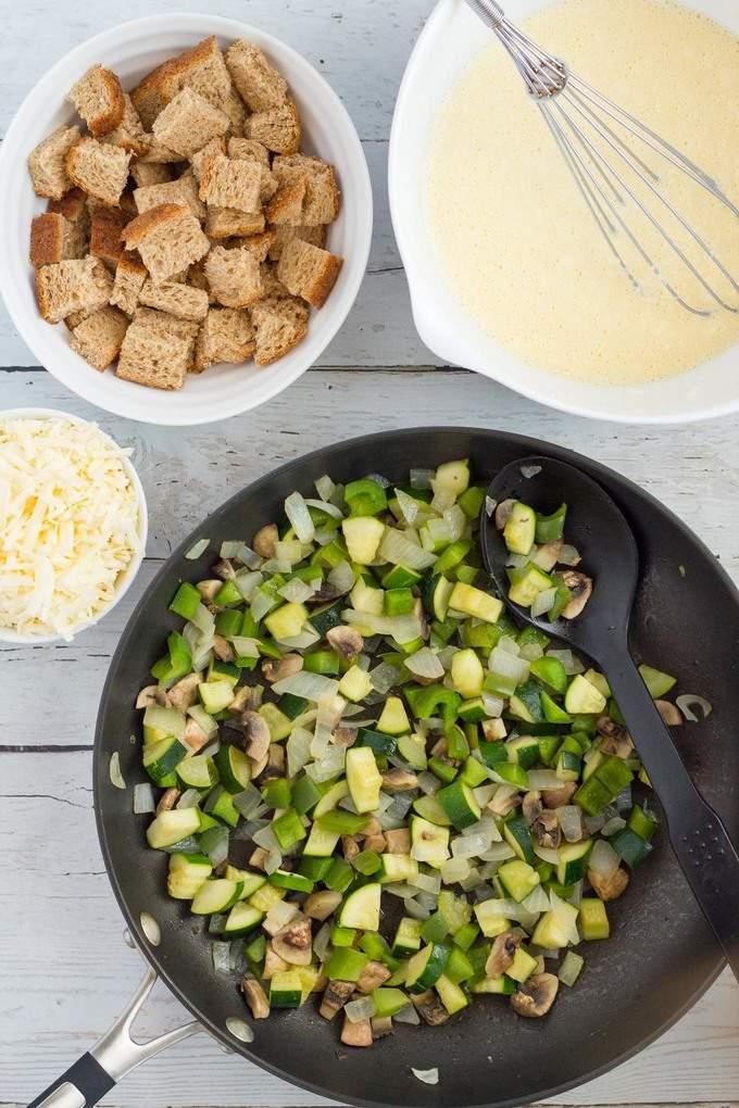 Super easy oven-baked vegetarian frittata | FamilyFoodontheTable.com