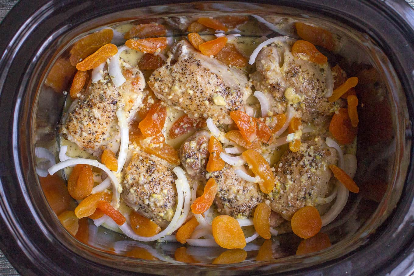 Slow cooker apricot chicken - a simple dinner recipe with big fresh flavors and an intoxicating aroma!
