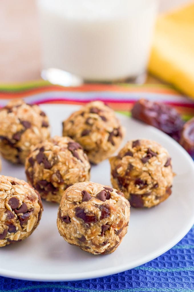 4-ingredient, healthy no-bake chocolate chip cookie balls - less than 10 minutes to make and a perfect snack for kids!