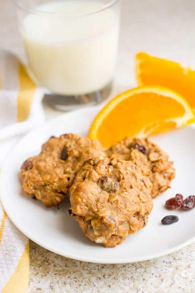 Healthy oatmeal raisin breakfast cookies - whole grain and naturally sweetened