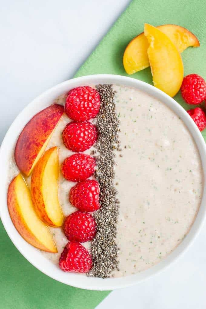 A quick and easy smoothie bowl with peaches, raspberries and spinach - a healthy breakfast or snack, especially for kids!